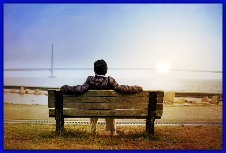man_sitting_on_the_bench_at_seaside