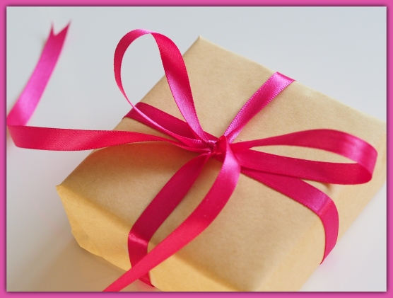 gift_packed_in_brown_paper_with_pink_ribbon