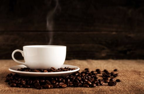coffee_cup_standing_on_coffee_beans